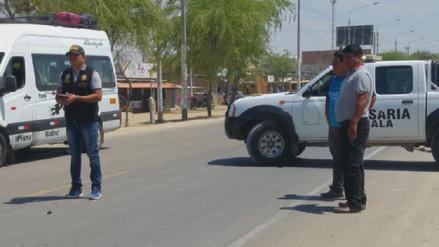 Acusan a policía de causar accidente que dejó grave a una mujer