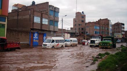 Calles de Juliaca quedaron inundadas por lluvias y granizadas