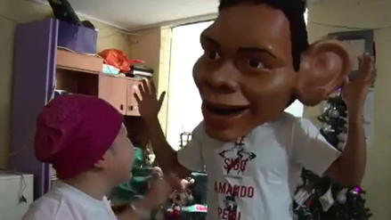 Edison Flores se disfrazó de él mismo para sorprender a una niña