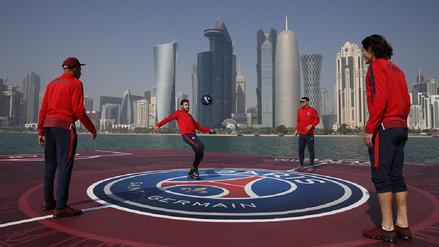 Neymar y otras estrellas del PSG jugaron en una isla flotante en Qatar