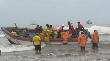 Embarcaciones no pueden descargar por oleajes anómalos