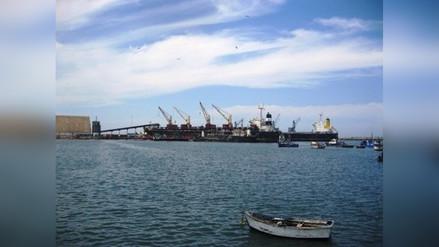Cierran puerto de Salaverry por oleaje anómalo