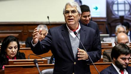 Gino Costa renuncia a la bancada de Peruanos por el Kambio tras indulto