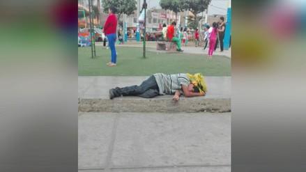 Sujetos liban alcohol a pocos metros de una zona de juego para niños en SMP