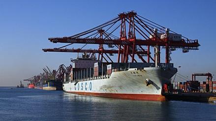 Denuncian que buques chinos venden en secreto petróleo a Corea del Norte