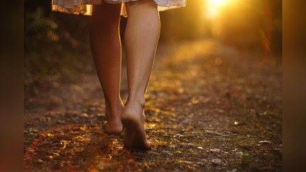 Earthing: cuando andar descalzo mejora tu salud