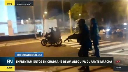 Disturbios durante marcha contra indulto a Fujimori en la avenida Arequipa