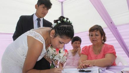 Treinta parejas despiden el 2017 contrayendo matrimonio civil