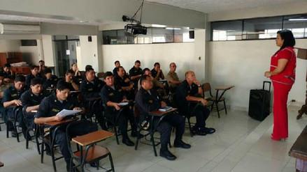 Capacitan a policías chiclayanos para mejorar atención en casos de violencia