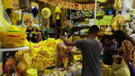 Uvas y trusas amarillas, las más vendidas por Año Nuevo en Trujillo