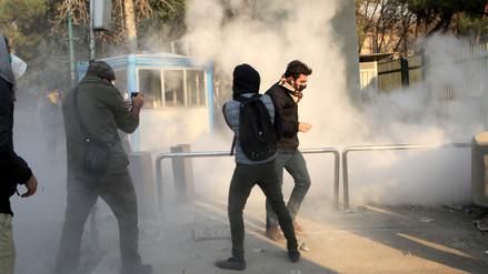 Diez muertos en las manifestaciones que se extienden por Irán