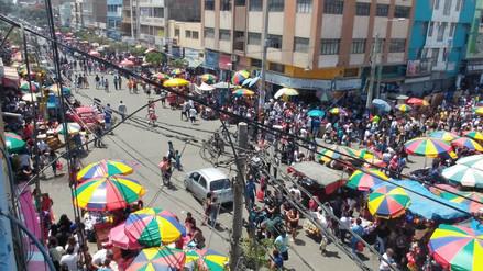 Chiclayo: mercado Modelo luce abarrotado de ambulantes en primer día del año