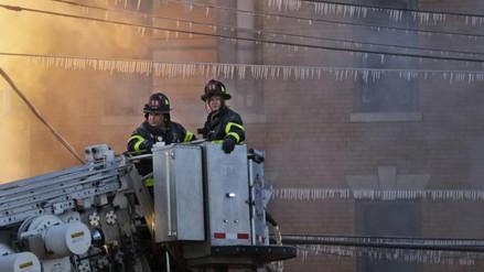 El frío congeló el agua de los bomberos durante incendio en Nueva York