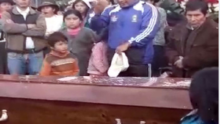Después de un año enterraron a joven que apareció muerto en Argentina
