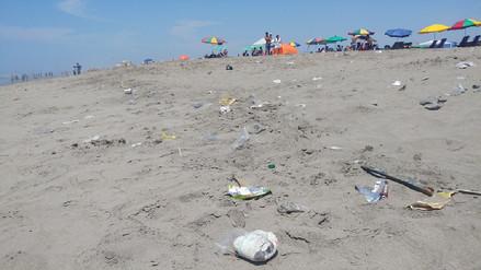 Bañistas de Puerto Eten piden a alcalde colocar más tachos de basura en la playa