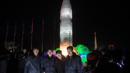 Fotos | Corea del Norte celebró el Año Nuevo con esculturas de sus misiles