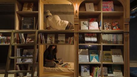 Leer y dormir: Hostal en Japón ofrece a sus visitantes más de 1,700 libros
