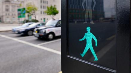 Siete consejos de seguridad para conductores y peatones en las pistas