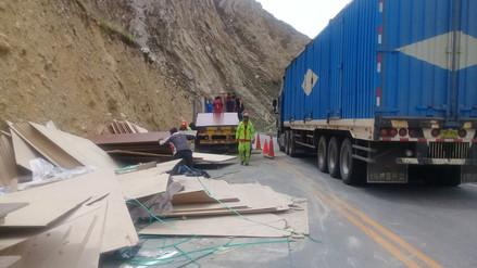 La Oroya: tránsito restringido en Carretera Central por despiste y vuelco de tráiler