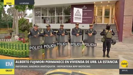 Un contingente policial resguarda la casa donde se aloja Fujimori