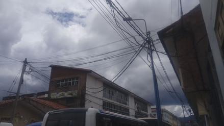 Empresas de telefonía deberán retirar cables del centro histórico de Cusco