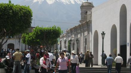 Transportistas urbanos inician huelga indefinida en Arequipa