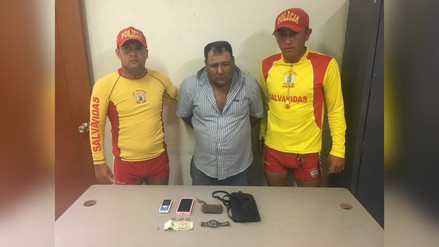 Salvavidas detienen a hombre cuando robaba pertenencias en playa