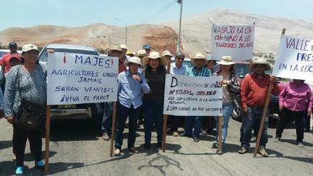 Agricultores bloquearon la Panamericana Sur en Majes por bajo precio de la papa