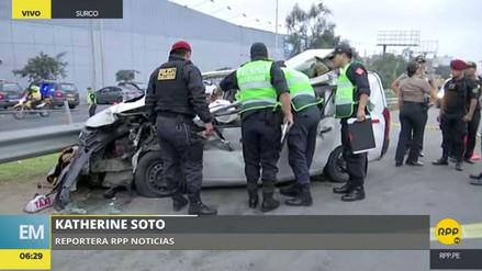 Dos personas murieron en el choque de un taxi contra un tráiler en Surco