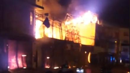 Incendio afecta seis puestos de centro comercial en Chincha