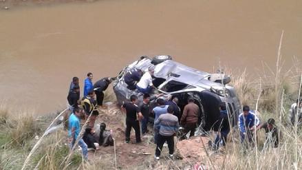 Dos muertos dejó caída de minivan a río Mantaro en La Oroya