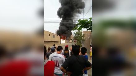 Incendio consumió cochera en Florencia de Mora