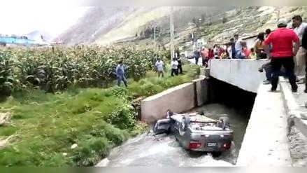 Vehículo cae al río Tarma tras fuerte choque con otra unidad