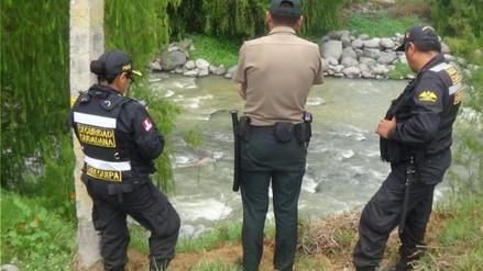 Trabajadores municipales encuentran cadáver al en medio del río Chili