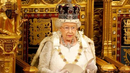 Isabel II sobre la corona: