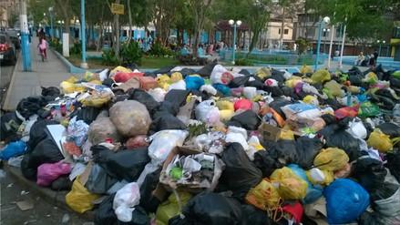 Basura continúa acumulándose en las calles de Villa María del Triunfo