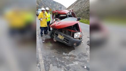 La Oroya: un muerto y cuatro heridos dejó choque de camioneta contra tráiler