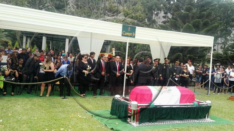Augusto Polo Campos fue sepultado en Huachipa