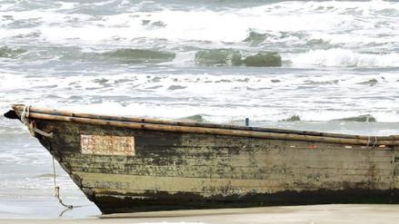 Hallan nuevo 'barco fantasma' norcoreano con 7 cadáveres en la costa de Japón