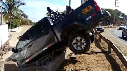 Dos heridos dejó choque entre camioneta y motocar en Tumbes