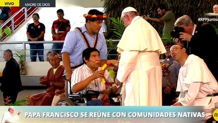 El papa Francisco recibió un presente de Santiago Manuin, líder Awajún herido en el 'Baguazo'