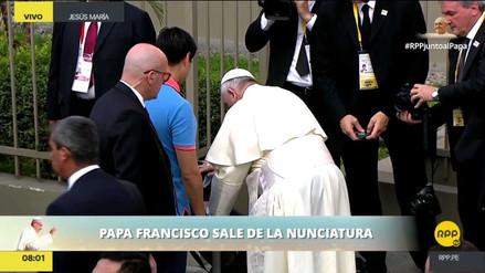 El papa Francisco rompió el protocolo para bendecir a una niña enferma