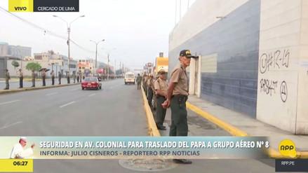 Un fuerte contingente policial y militar resguarda el recorrido del Papa al aeropuerto