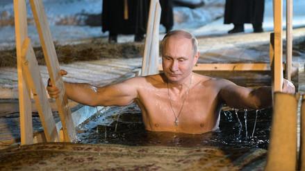 Vladímir Putin se bañó en aguas heladas para celebrar la Epifanía ortodoxa