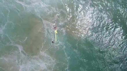 Video | Dos bañistas en apuros fueron rescatados por un drone en Australia