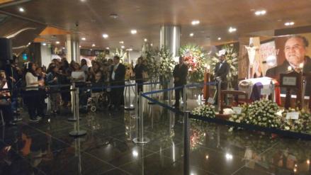 Con jarana criolla despidieron a Augusto Polo Campos en el último día de velatorio