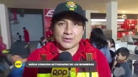 Niños conocen del trabajo que realizan los bomberos en Cajamarca