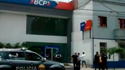 Delincuentes se llevaron más de S/20,000 de agencia del BCP en Lince