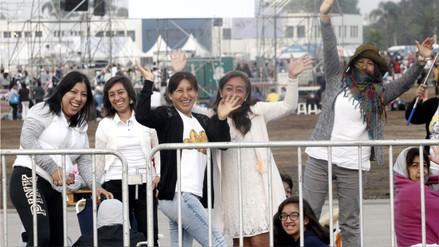 Así esperan los fieles la misa del papa Francisco en la base Las Palmas