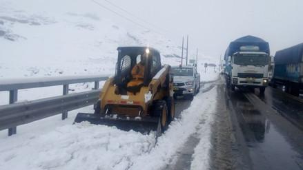 Habilitan pase por la Carretera Central tras cuatro horas bloqueada por nevada